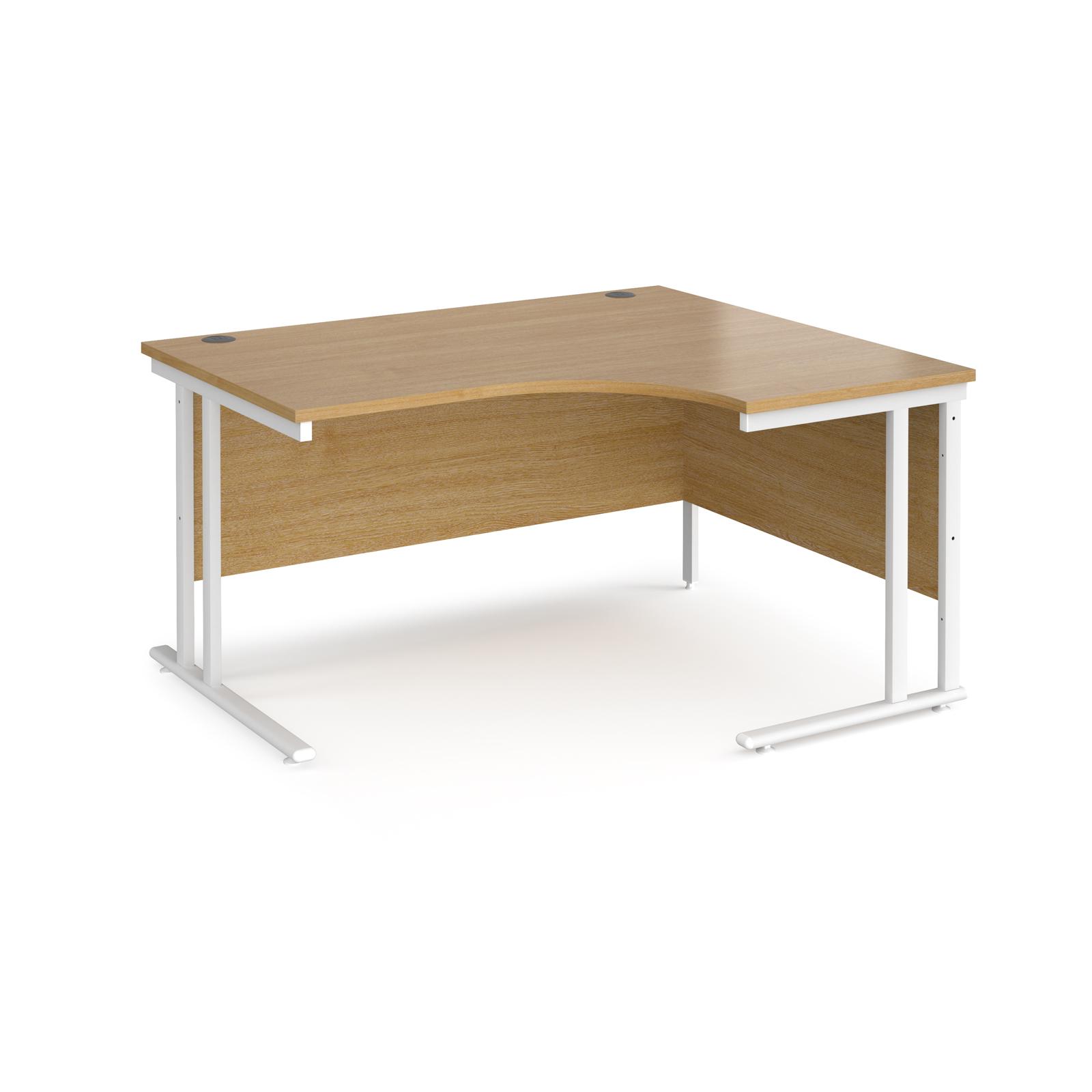 Right Handed Maestro 25 right hand ergonomic desk 1400mm wide - white cantilever leg frame, oak top